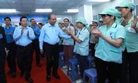 Nguyên Xuân Phuc dialogue avec les ouvriers de Bac Ninh