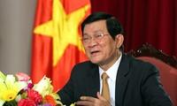 Chủ tịch nước Trương Tấn Sang gặp mặt các sinh viên tiêu biểu nhận giải thưởng Sao Tháng Giêng