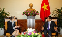 Phó Thủ tướng, Bộ trưởng Bộ Ngoại giao Phạm Bình Minh tiếp Đại sứ Hà Lan Catharina Trooster