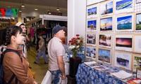 """Triển lãm ảnh """"Vì biển đảo quê hương"""" tại Voronezh, Liên bang Nga"""