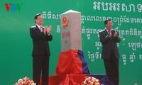 Thủ tướng Nguyễn Tấn Dũng và Thủ tướng Hun Sen khánh thành cột mốc biên giới Việt Nam- Campuchia