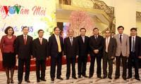 Председатель НС СРВ поздравил сотрудников Канцелярии НС СРВ и Госбанка Вьетнама с новым годом