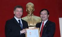Посол Украины в СРВ получил памятную медаль «Во имя мира и дружбы между народами»