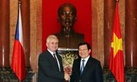 Президент СРВ принял главу Сената парламента Чешской Республики
