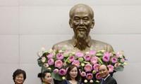 Премьер Вьетнама Нгуен Суан Фук принял делегацию Фонда имени Вы А Зиня