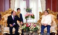 Премьер Вьетнама встретился с бывшими руководителями Лаоса