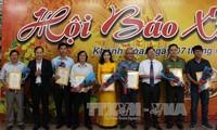 Новогодние номеры газет будут доставлены в подарок военнослужащим и жителям островного уезда Чыонгша