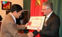 Чешские политики получили памятные медали за развитие культуры, спорта и туризма Вьетнама