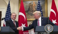 Президенты США и Турции обсудили конфликт арабских стран и Катара
