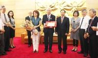 Посол Болгарии во Вьетнаме получил памятную медаль «Ради мира и дружбы между народами»