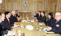 Генсек ЦК КПВ Нгуен Фу Чонг и президент Франции Эммануэль Макрон провели переговоры