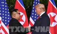 Дональд Трамп и Ким Чен Ын начали историческую встречу с рукопожатия