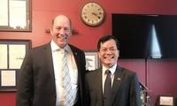 Посол Ха Ким Нгок и конгрессмен Тед Йохо обсудили вопрос сотрудничества между СРВ и США