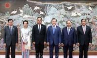 Нгуен Суан Фук принимает участие в саммите Меконг-РК