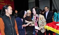 Руководители страны поздравили местных жителей с новым годом