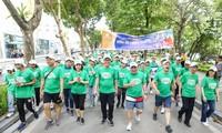 Ходьба в поддержку программы «Зеленая Земля», призванной защитить окружающую среду