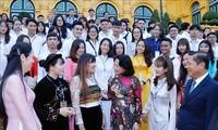 Данг Тхи Нгок Тхинь встретилась с лучшими учащимися в учреждениях профобучения