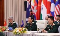 Министр обороны Сингапура высоко оценил успешную организацию Вьетнамом ADMM и ADMM +