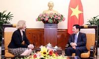 Deputi PM, Menlu Vietnam, Pham Binh Minh menerima Dubes Selandia Baru
