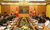 Mendorong kerjasama pertahanan antara Vietnam –Inggris dan Irlandia Utara