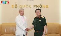 Menhan Vietnam, Ngo Xuan Lich menerima Presiden Kehormatan Dana Perdamaian Sasakawa Jepang