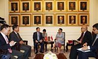 Deputi PM Vietnam, Vuong Dinh Hue: mencapai nilai perdagangan bilateral Vietnam-Indonesia  sebanyak 10 miliar USD