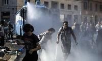 Masalah kaum migran:  polisi berbentrok dengan ratusan orang migran di Roma