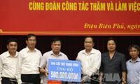 Ketua Pengurus Besar Front Tanah Air Vietnam, Tran Thanh Man mengunjungi warga yang terkenakan pengaruh karena hujan dan banjir di Provinsi Dien Bien