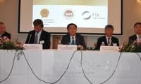 Deputi PM Vuong Dinh Hue memimpin Simposium promosi investasi di Brussels
