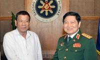 Memperkuat kerjasama pertahanan untuk turut mendorong hubungan kemitraan strategis Vietnam-Filipina