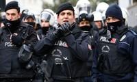 Turki menangkap banyak orang yang dicurigai adalah IS