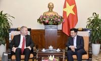 Deputi PM, Menlu Vietnam, Pham Binh Minh menerima Dubes AS untuk Vietnam, Ted Osius