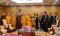 Kepala Departemen Penggerakan Massa Rakyat KS PKV, Truong Thi Mai menerima delegasi Pengurus Besar Shangha Buddha Vietnam
