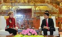 Kota Hanoi menerima kedatangan delegasi-delegasi internasional untuk berbagi pengalaman dan melakukan kerjasama perkembangan