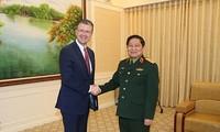 Menhan Vietnam, Ngo Xuan Lich menerima Dubes AS untuk Vietnam, Daniel Kritenbrink
