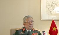 Letnan Jenderal Nguyen Chi Vinh, Deputi Menhan Vietnam menerima  Sonoura Kentaro, Penasehat Khusus PM Jepang