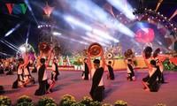 Aktivitas-aktivitas dalam rangka Festival Bunga Da Lat menyerap kedatangan banyak pengunjung
