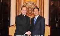 Deputi Menlu Takhta Suci Vatikan, Antoine Camilleri melakukan kunjungan di Vietnam