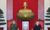 Para pemimpin Partai dan Negara Vietnam menerima Menhan Federasi Rusia