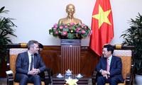 Deputi PM, Menlu Vietnam, Pham Binh Minh menerima Sekretaris Negara Kementerian Eropa dan Luar Negeri Perancis, Jean-Baptiste Lemoyne