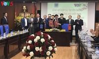 VOV dan Grup Permigasan Nasional Vietnam menandatangani naskah kerjasama komunikasi