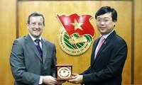 Memperkuat aktivitas-aktivitas kerjasama antara kaum pemuda dua negara Vietnam-Perancis