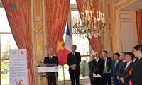 Memperingati ultah ke-45 hubungan diplomatik Vietnam-Perancis
