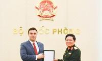 Jenderal Ngo Xuan Lich menerima Dubes Luar Biasa dan Berkuasa Penuh Negara Israel di Vietnam
