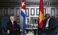 Sekjen KS PKV Nguyen Phu Trong melakukan pertemuan dengan Ketua Parlemen Kuba, Esteban Lazo Hernandes