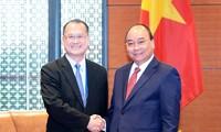 PM Vietnam, Nguyen Xuan Phuc menerima Direktur Grup Sunwah, Hongkong (Tiongkok)