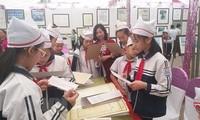 """Pameran peta dan dokumen """"Hoang Sa, Truong Sa-wilayah Vietnam : Bukti-bukti sejarah dan hukum"""" diadakan di Provinsi Hoa Binh"""