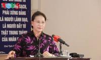Ketua MN Vietnam, Nguyen Thi Kim Ngan melakukan kontak dengan para pemilih Distrik Cai Rang, Kota Can Tho