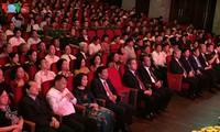 "Acara pemberian penghargaan lomba mengarang  dan menyosialisasikan karya seni-sastra dan pers tentang tema: ""Belajar dan bertindak sesuai dengan fikiran, moral dan gaya hidup  Ho Chi Minh"""