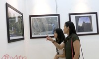 Pameran foto sehubungan dengan peringatan ultah ke-100 Hari Nasional Azerbaijan